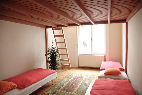 Dorm room hostel interior design pinterest dorm room for Hostel room interior design ideas