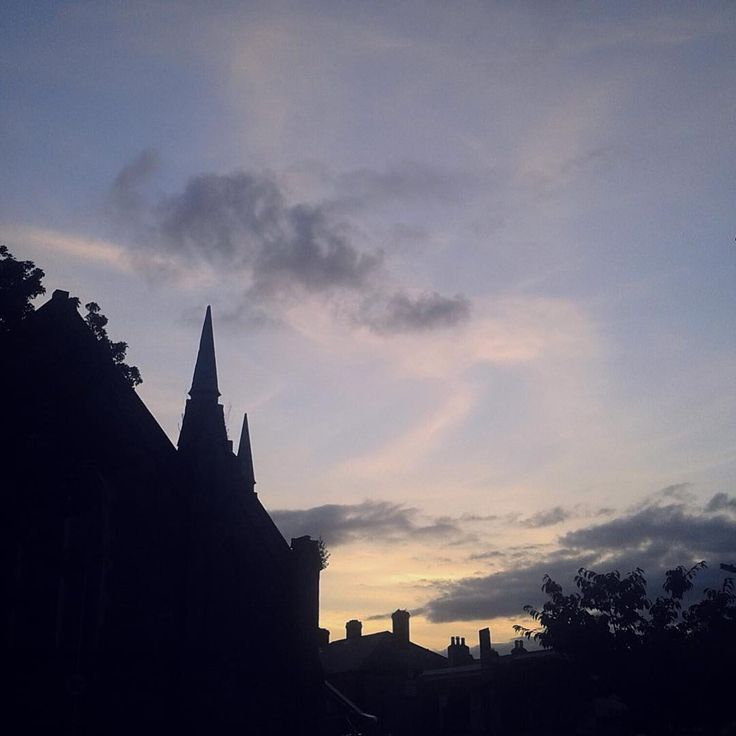 #rathmines #church #sunset #dublin6 #dublin #ireland #europe #travel #photograph #라스마인 #더블린 #아일랜드 #유럽 #유럽여행 #여행 #여행사진 #여행스타그램 http://tipsrazzi.com/ipost/1508791052180507156/?code=BTwTXfRgcoU