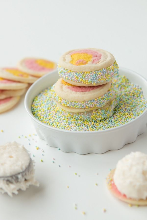 I am not one of those people that can bust out a cupcake that looks like an amazing Easter egg but I can make yummy cream filled easter cookies!