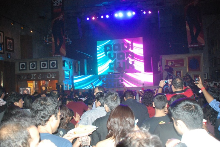 Paul Van Dyk spins some crazy tunes while the crowd at HRC Mumbai grooves to every beat.