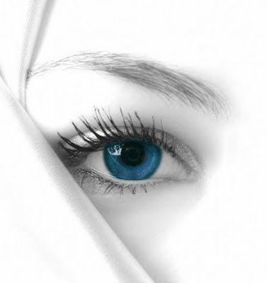 """""""Prin ochi mai toate se perindă Pe-un drum de tainice mistere Ce-ar vrea doar bucurii să prindă În sufletul ce asta-şi cere"""""""
