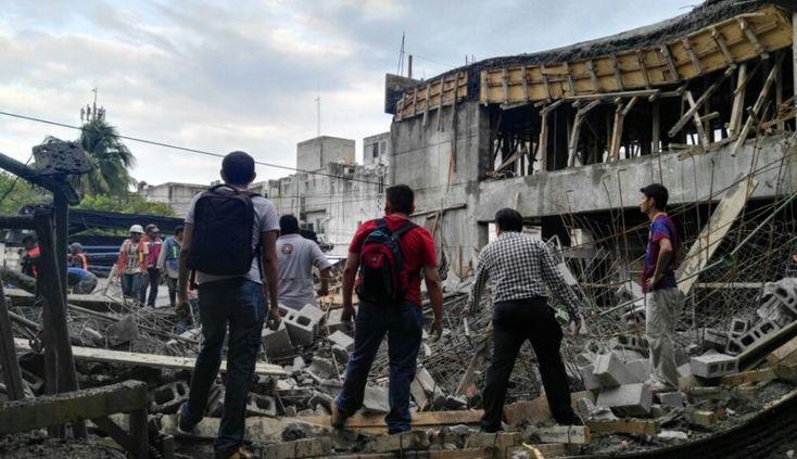 Derrumbe en el Instituto Marista de Ciudad del Carmen deja dos muertos y 13 heridos