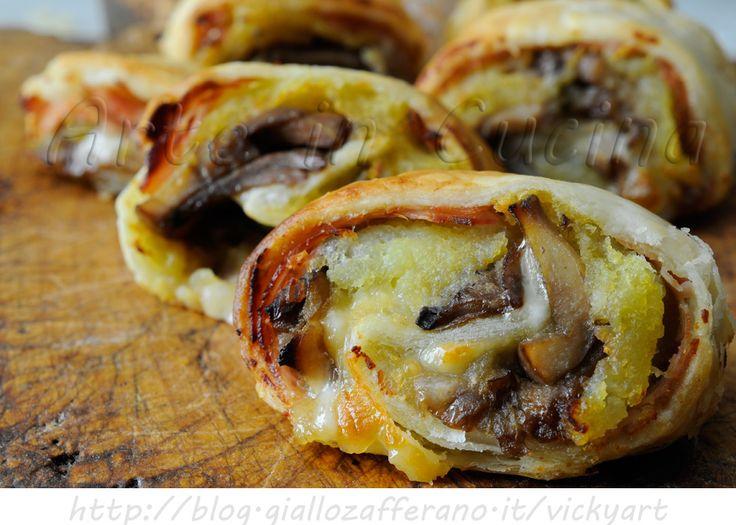 Girelle di sfoglia ai funghi e patate ricetta antipasto, finger food, ricetta sfiziosa, veloce, idea antipasto o per feste e buffet, idea con le patate e funghi