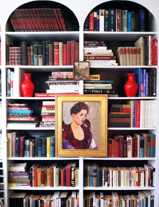love the archesBuilt In Bookcases, Bookshelf Bookshelves, Little Green Notebook, Green Notebooks, Bookcas Style, Tops Bookcas, Arches Bookshelves, Red Vases, Bookcas Envy