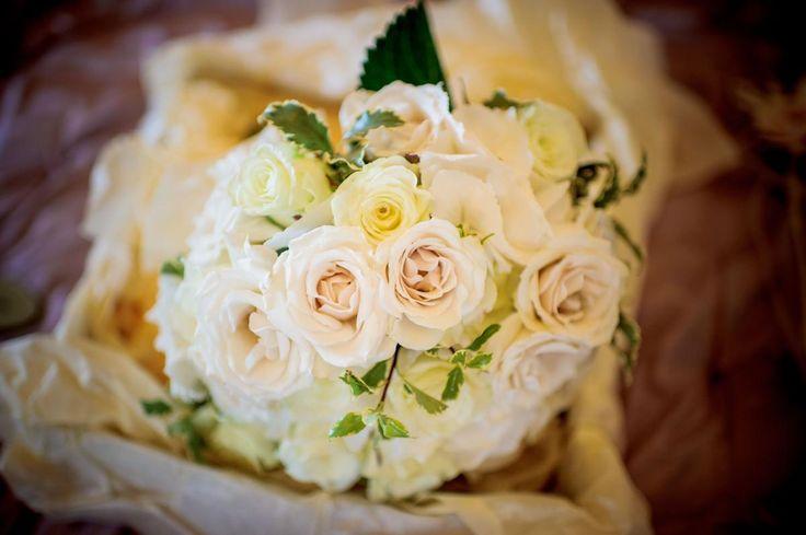 Wedding Flowers by Sonning Flowers #CainManor #BijouRealWedding #BijouWeddingVenue #BarnWedding #SonningFlowers #WeddingFlowers #BridalBouquet #Bouquet #Floral #Roses