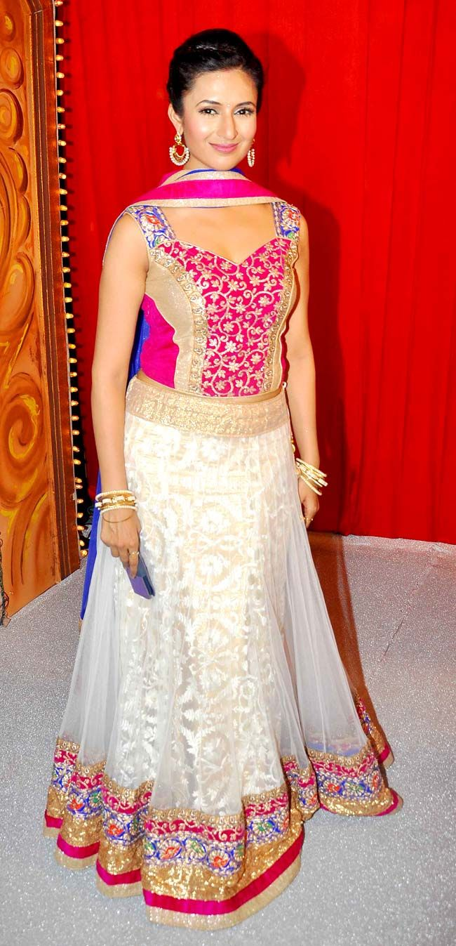 Divyanka Tripathi at 'Star Parivaar Awards 2014'. #Style #Bollywood #Fashion #Beauty