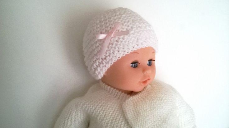 Bonnet en laine Naissance Fille Blanc ruban rose satiné layette 0/1 mois tricotée main via Sweet-Creas's shop. Click on the image to see more!