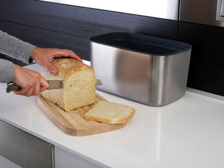 Chlebník s prkénkem JOSEPH JOSEPH Bread Bin 100 nerez. Nerezová nádoba s bukovým prkénkem