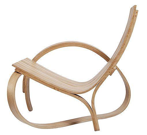 Los muebles de madera curvada de Tom Raffield son verdaderas obras de arte. La Chaise Longue N.4, la puedes adquirir en nuestra tienda online