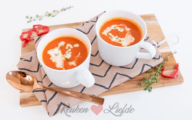 Deze paprikasoep gaat je verbazen! Door het gebruik van zoete puntpaprika's smaakt deze soep lekker zoet en een tikkeltje pittig. Verslavend lekker!