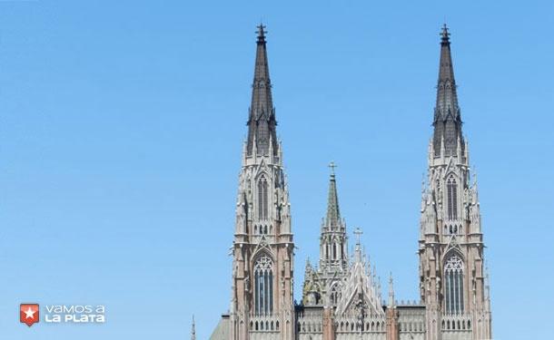 Catedral de la ciudad de La Plata, Buenos Aires, Argentina. Las torres tal como fueron diseñadas.