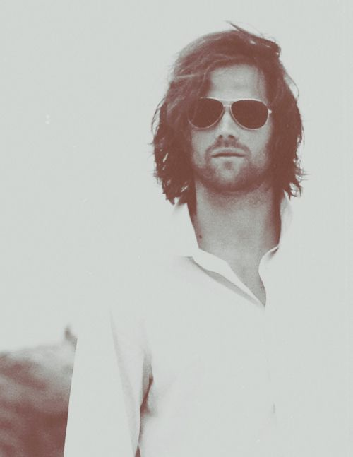Jared Padalecki... tall dark and handsome <-- OMG THIS REMINDS ME OF JARED LETO.. SHE WAS TALL, DARK, HANDSOME. HUNG LIKE A WILDEBEEST.. BUT I LOVED HER. PRETTY SURE HE MENT JARED PADALECKI THERE. XDDD