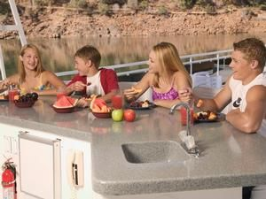 We get lots of questions from first time houseboaters on what to do to prepare in the weeks leading up to your vacation. Mostly questions about how to plan for our favorite thing...FOOD!