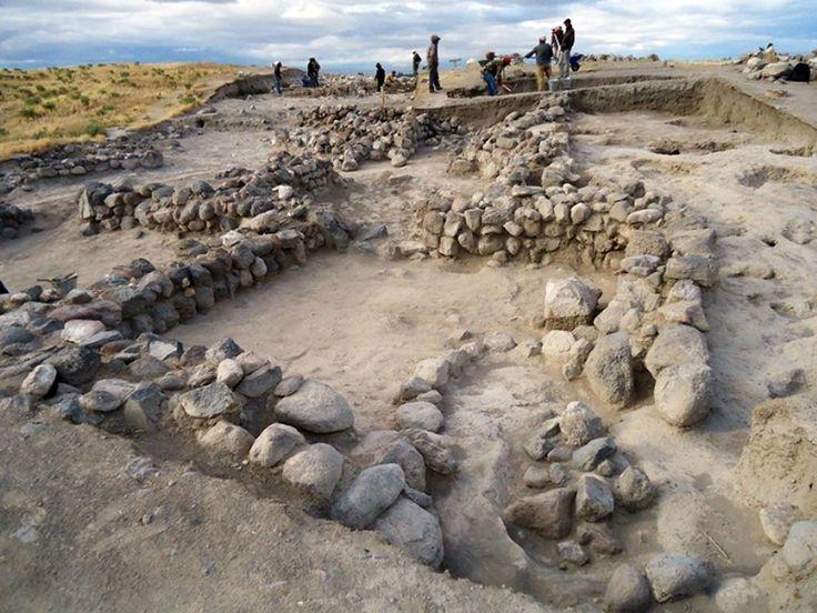 Kınık höyük/Altunhisar/Niğde/// Niğde'deki Kınık Höyük'te Pers dönemine ait içinde çeşitli hayvan heykelcikleri bulunan dört odalı 2500 yıllık tapınak bulundu.