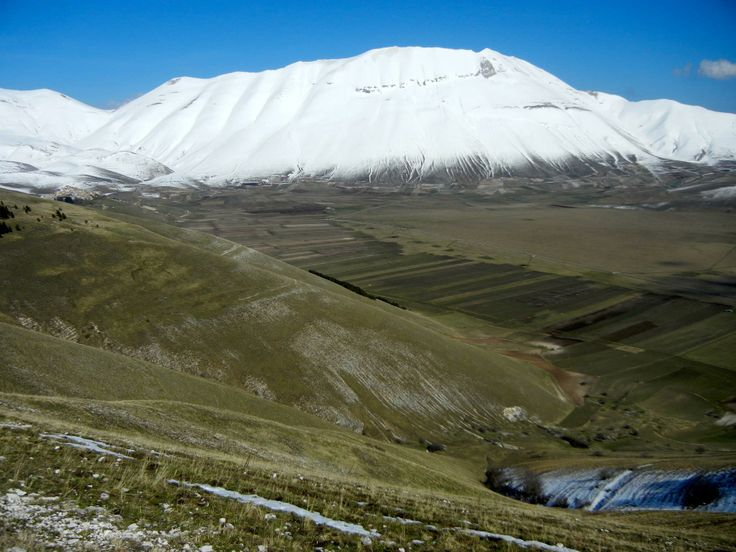 """Foto: Monte Vettore - Escursioni guidate in montagna, corsi di escursionismo. Monti Sibillini, Gran Sasso-Monti della Laga (Marche_ Abruzzo).  """"Camminare in montagna è ginnastica per il corpo e per la mente."""""""
