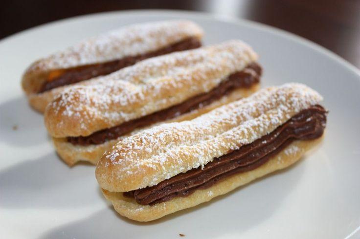 Suklaavaahdolla täytetyt tuulihatut. Käyttäjältä Päärynä.