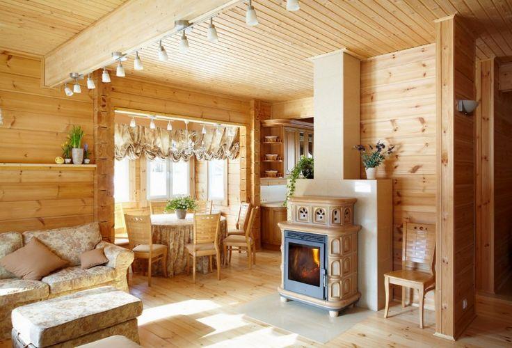 Intérieur d'une confortable d'une maison en bois finlandaise faite par Rovaniemi Log Houses (Finlande)