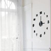 Praktické samolepící hodiny v černé barvě s výraznými číslicemi v pravidelném kruhu. Hodiny můžete umístit dle svých představ na plochu a vytvořit tak nevšední a stylový interiér. Hodinový strojek lze na stěnu upevnit taktéž pomocí samolepící fólie či zavěsit na háček. Hodiny jsou nejen praktickým, ale především designovým doplňkem Vašeho interiéru.