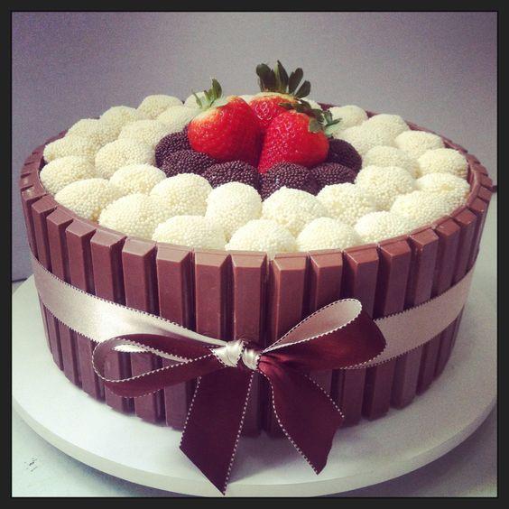 Resultado de imagem para bolo delicioso chocolate branco