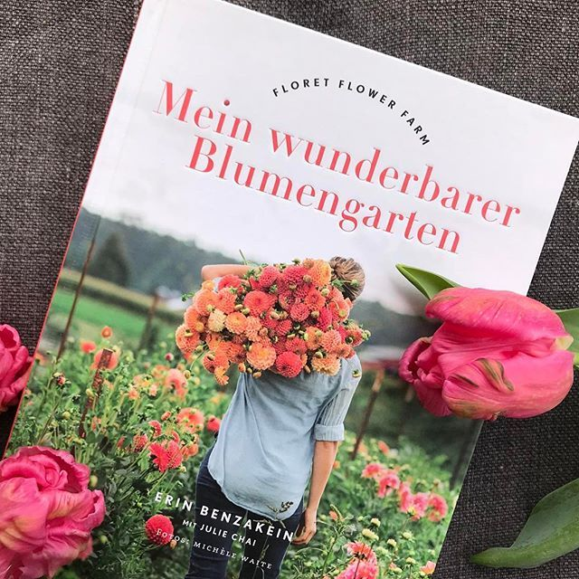 Dieses Buch Macht Glucklich Weil Es So Frohlich Anzuschauen Ist Voller Wunderschoner Blumen Und Bluten Ist Und Mir Ein N Garten Cottage Garten Bauerngarten