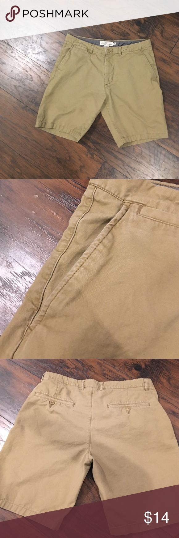 tan men's short shorts decently short, very nice shape and fit l.o.g.g. Shorts Cargo