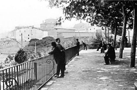 Mirador de la taconera pamplona 1912 m s sobre los for Jardines de la taconera