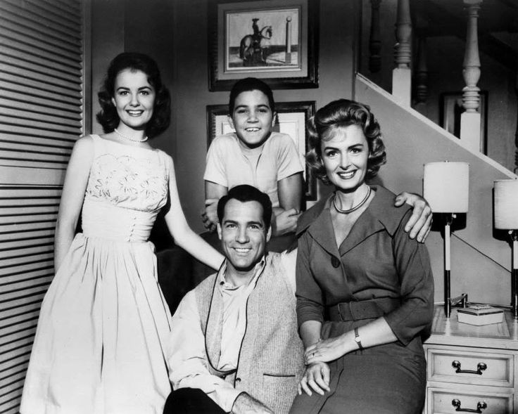 """""""the donna reed show"""" cast shelly fabares, paul petersen, donna reed, carl betz"""