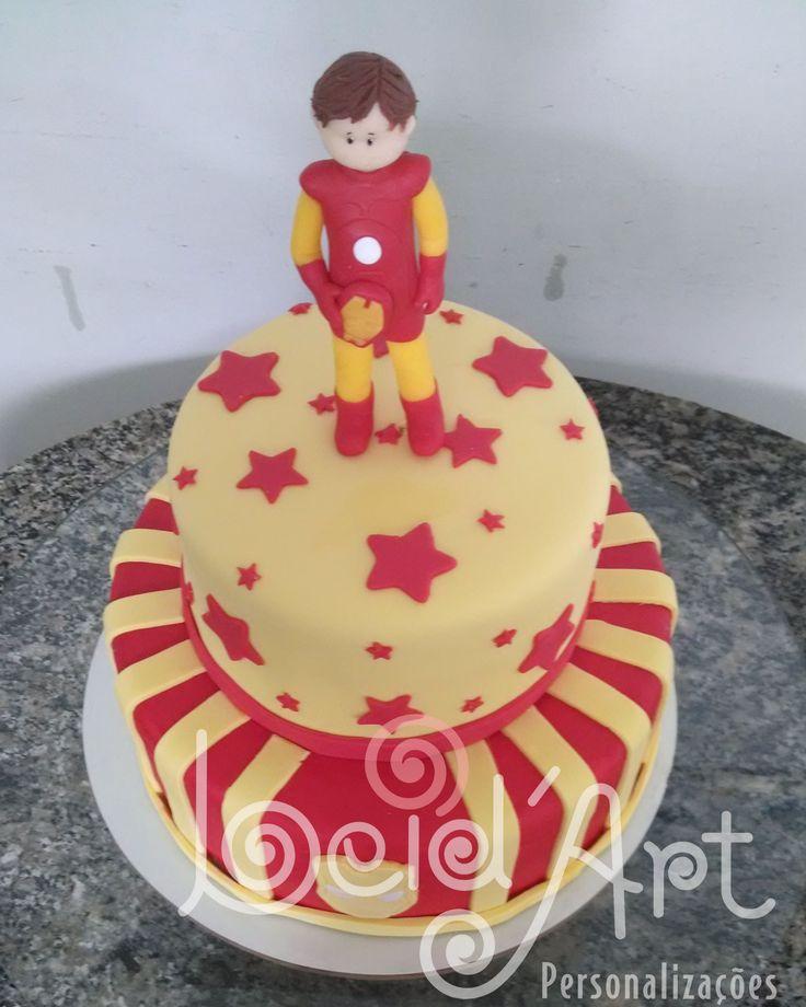Iron Man bolo infantil. Vermelho e amarelo topo em porcelana fria.