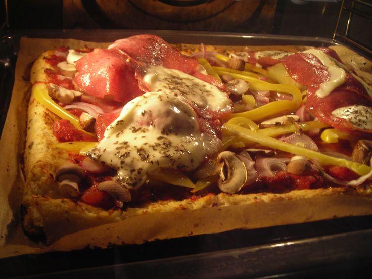 Paleo pizza met 'bloemkooldeeg'