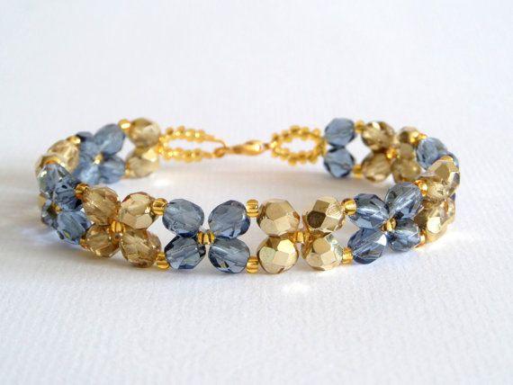Blauw en gouden bloemen armband, gouden armband, blauwe armband, gouden en blauwe armband, kristallen bloemen armband, bloemen patroon