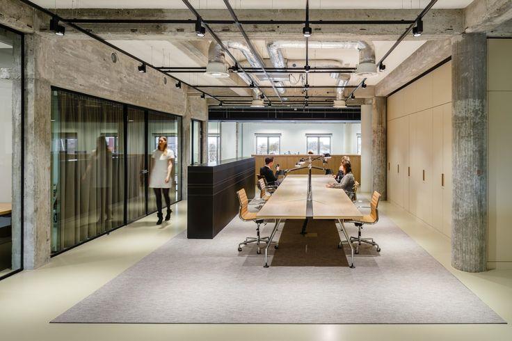 https://officesnapshots.com/wp-content/uploads/2016/04/occ-strategy-consultants-office-design-11.jpg