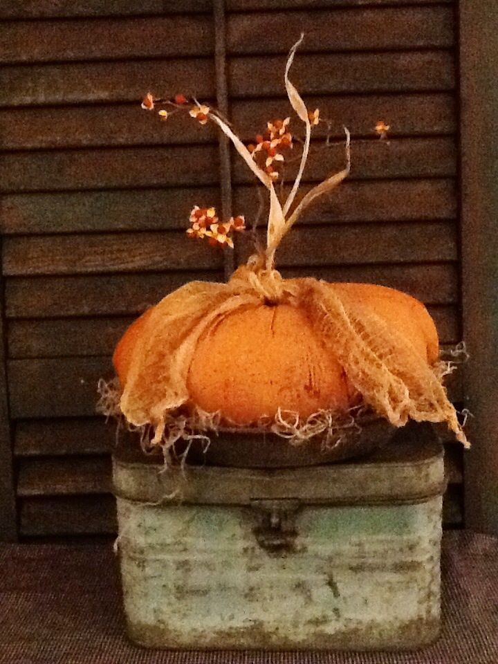 Primitive Fall Pumpkin-Handmade Grungy Fabric In Old Gray Enamelware Pie Tin