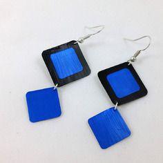 Pendientes & # 039; oído negro y azul en forma de cápsulas de café Nespresso