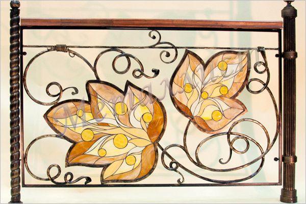 Кованые перила с витражом тиффани, художественная ковка.  цена: от от 46300 руб.<sup>*</sup>