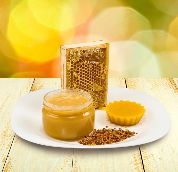 El propóleo es un producto natural de las abejas con muchos beneficios para el acné. Descubre qué propiedades te aporta y cómo aplicarlo contra los granos.