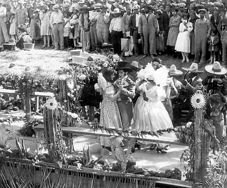 """""""El Canal de la Viga fue un importante medio de comunicación lacustre por el que pasaron desde tiempos muy antiguos gran parte de los productos que abastecieron a los habitantes de la Ciudad de México. El Canal de la Viga, conocido en algunos de sus tramos con los nombres de Acequia Real y Canal Nacional, formó parte del canal México-Chalco."""" """"De acuerdo con un plano de 1877, el canal iniciaba en la población de Chalco, seguía por Xico, después atravesaba el dique de Tláhuac (que dividía…"""