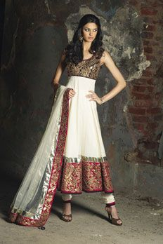 Immortalize your special occasion with array of indo-western, for an unmatched style. - BenzerWorld