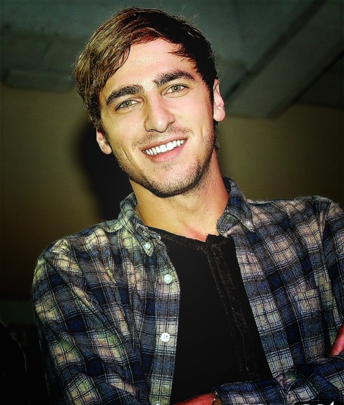 Kendall Schmidt-- I don't know who you are...but you should date me.