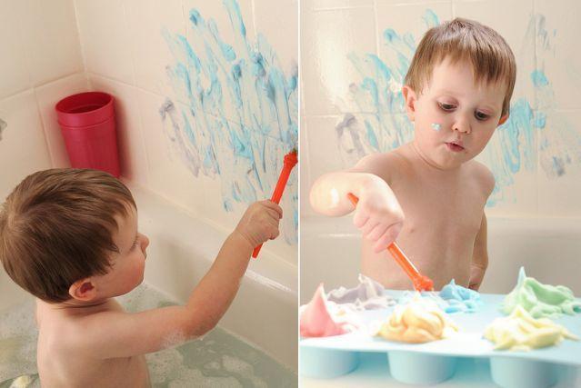 CRÈME À DESSINER Voici une idée vraiment facile à réaliser pour amuser les enfants pendant le bain. Mettez un peu de crème à raser dans chacun des compartiments d'un moule à muffins, ajoutez un peu de colorant alimentaire, mélangez et voilà! Vous obtiendrez de jolies mousses à colorier de toutes les couleurs de l'arc-en-ciel!