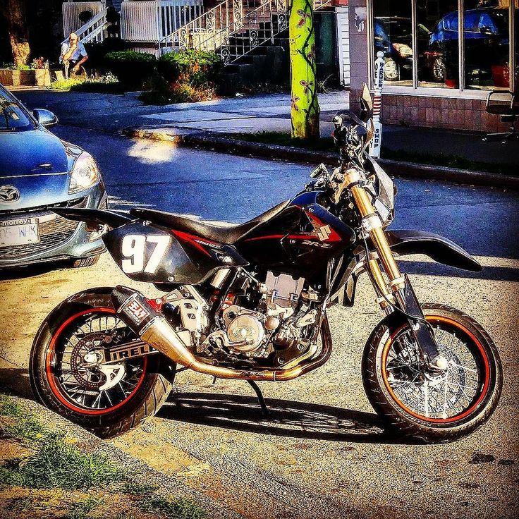 supermoto spotted . . . . . . . . #supermoto #suzukidrz #moto #suzukibikes  #commercialdrive #vancouver