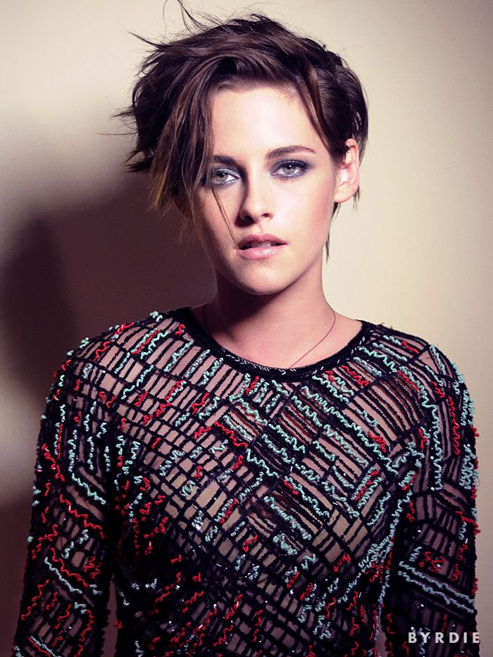 Kristen Stewart dons a sultry blue smoky eye and an edgy new 'do (via @byrdiebeauty) // #Makeup #Hair