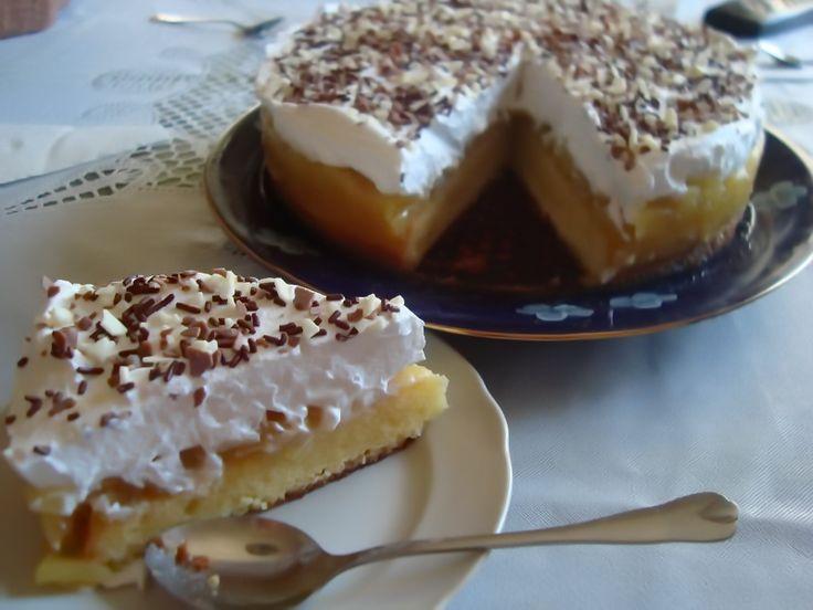 Reteta culinara Tort racoros cu mere din categoria Torturi. Specific Romania. Cum sa faci Tort racoros cu mere