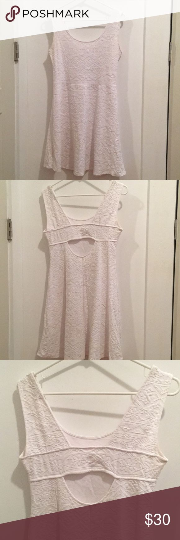 Pull and Bear White Textured Print Dress This pull and bear dress is extremely comfortable and a perfect way to dress up an every-day look. The textured print makes this dress a little more interesting and the open back a nice added bonus. (Almost new. Only worn twice.) Pull&Bear Dresses