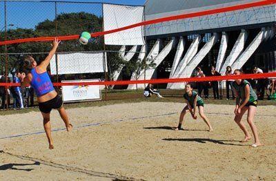 Para prática PROFISSIONAL ou LAZER, as redes de vôlei 4x4 RedeSport seguem as medidas oficiais fornecidas pelas federações nacionais de vôlei de praia.