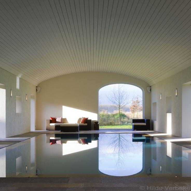 binnen zwembad aanlegd in gerestaureerde schuur | De Mooiste Zwembaden