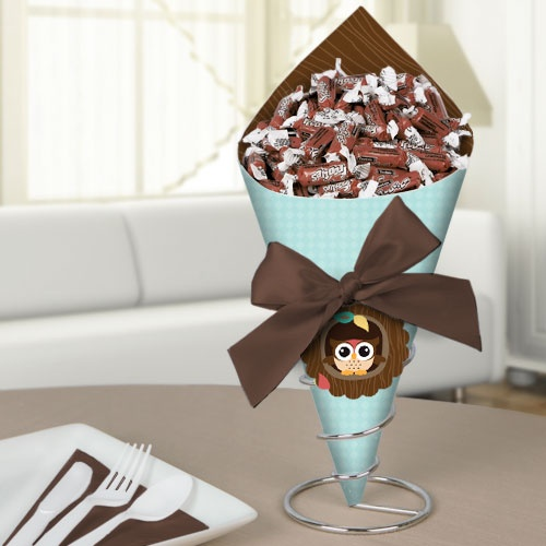 Diy candy bouquet with pink paper a ribbon on it