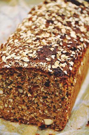 Det här brödet har många ingredienser men är super enkelt att slänga ihop. Underbart saftigt och mättande, dessutom super nyttigt med bra innehållsförteckning !