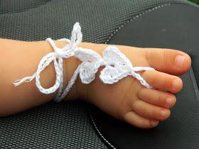 I barefoot sandals (letteralmente: sandali a piedi nudi) sono delle cavigliere collegate, tramite catenine, ad un anello sul dito del piede...