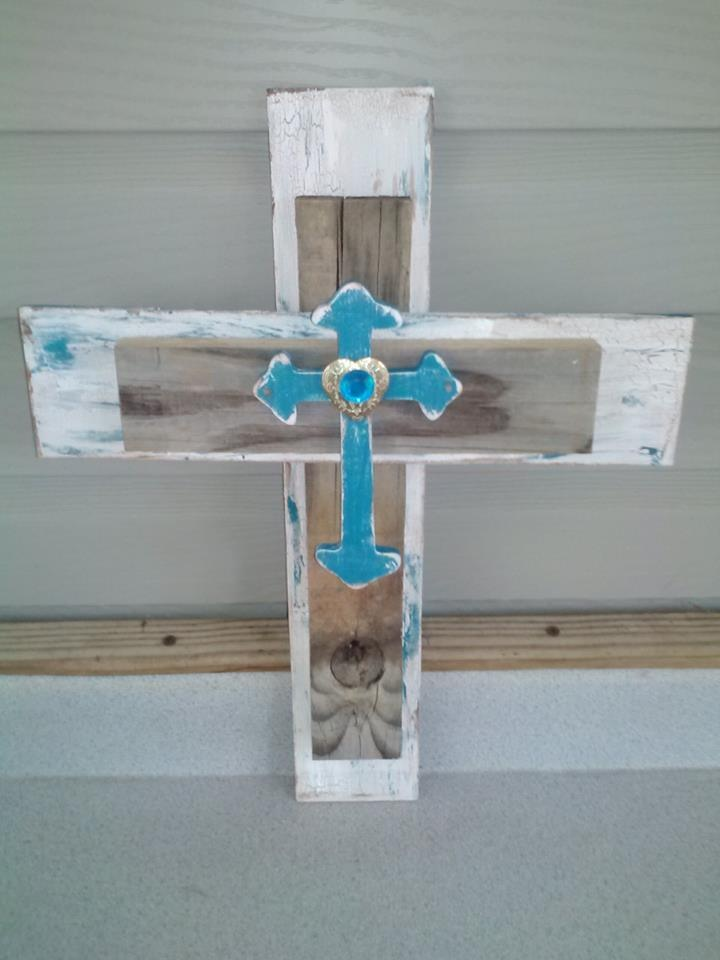 Western style cross made in shabby chic with old fence..