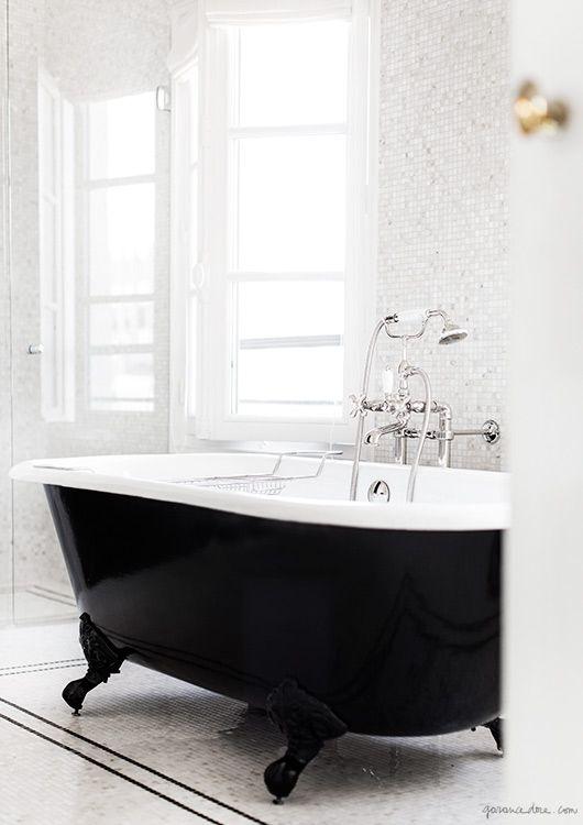 Łazienka w paryskim stylu - luksus i elegancja. http://luxlife.pl/lazienka-w-paryskim-stylu-luksus-i-elegancja/